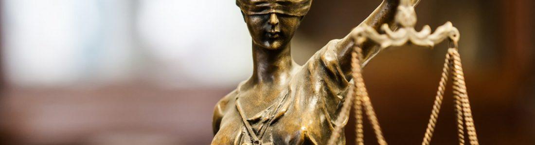 prawnik sprawiedliwości statua  - slide 3